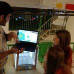 Οι μαθητές δημιουργούν και εκτυπώνουν τρισδιάστατα στολίδια